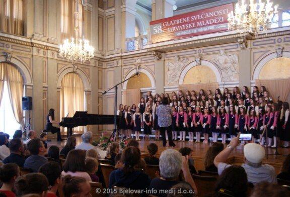 Pjevački zbor OŠ Čazma osvojio prijelazni pehar