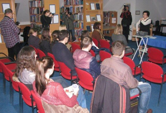 U bjelovarskoj knjižnici otvorena izložba – U knjižnici do diplome i radionica