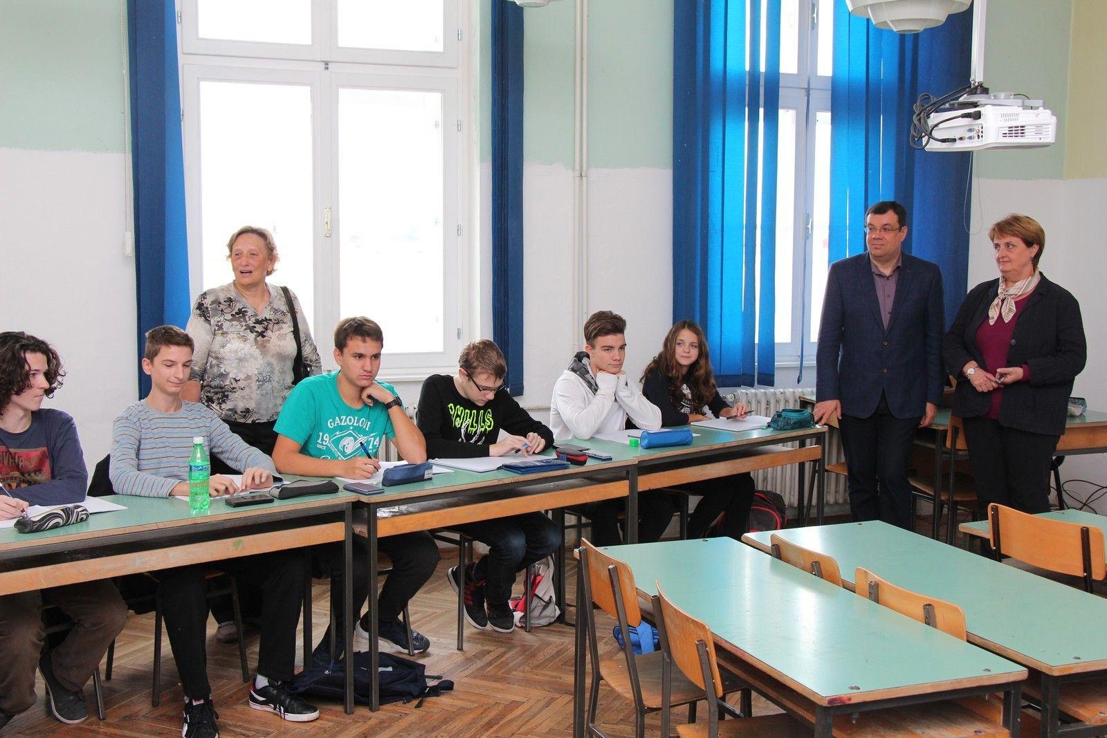 Župan Bajs s učenicima i mentorima u Centru izvrsnosti iz matematike i engleskog jezika