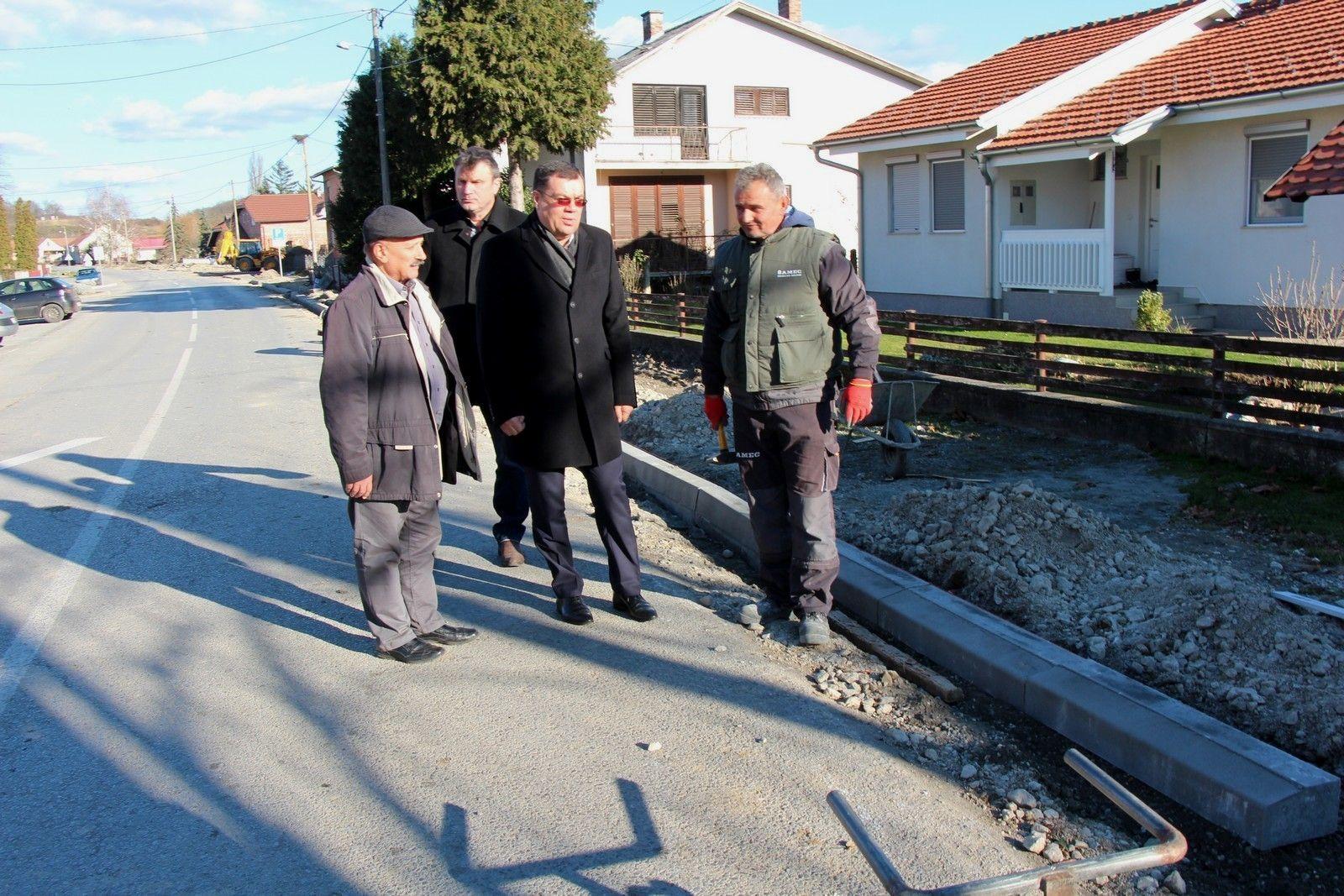 Nastavlja se obnova i uređenje prometnica i na području Općine Veliko Trojstvo
