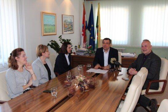 Zastupnik u EU parlamentu Radoš i župan Bajs razgovarali o povlačenju europskog novca za BBŽ
