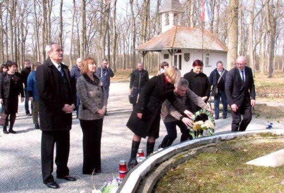 Ukrajinsko izaslanstvo u posjeti Hrvatskoj obišlo Spomen područje Barutana u Bjelovaru
