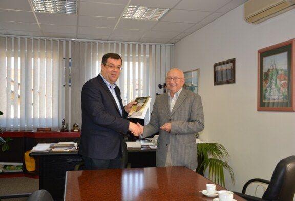 Knjiga u znak zahvale za obnovu županijske prometnice u Siščanima i Gornjem Dragancu