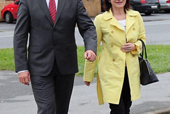 Marijan Coner na svoje biračko mjesto došao u pratnji supruge Ane
