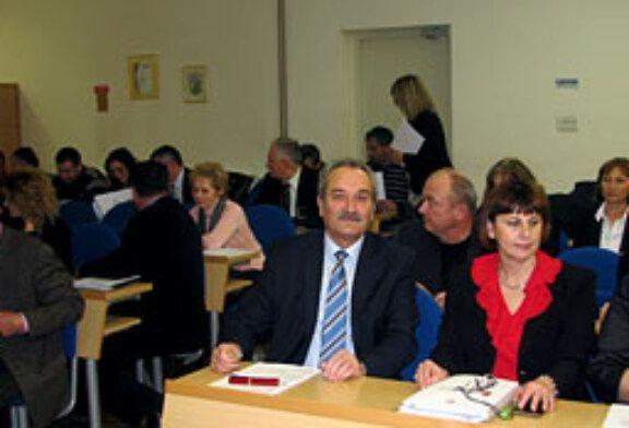 Dužnosnici na edukaciji o sukobu interesa u velikoj vijećnici Grada Bjelovara