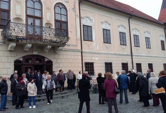 Bjelovarski umirovljenici upoznali se s bogatstvom hrvatskih dvoraca