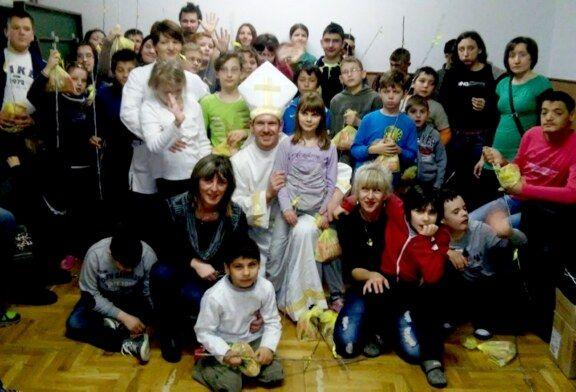 HSLS-ovci slatkim poklonima obradovali djecu V. Osnovne škole