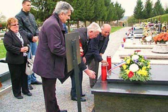 HSS položio vijence na grob Tihomiru Trnskom i dr. Ivši Leboviću