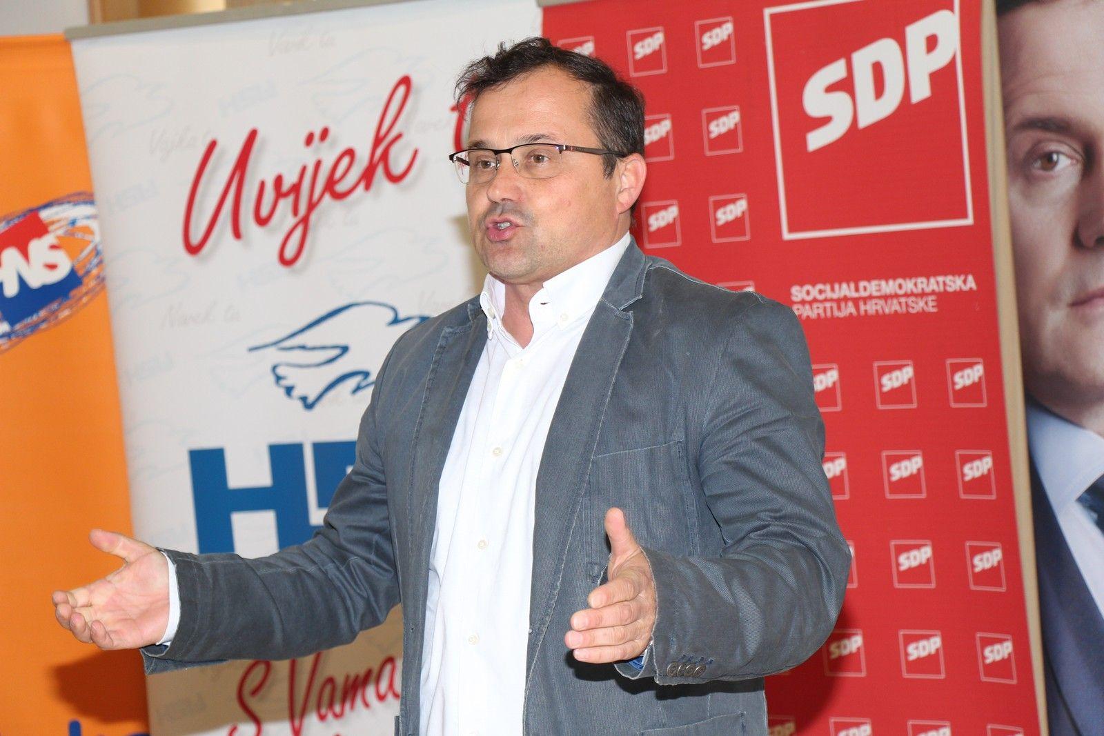 DAVORIN POSAVAC kandidat za gradonačelnika grada Bjelovara predstavio program za obrazovanje
