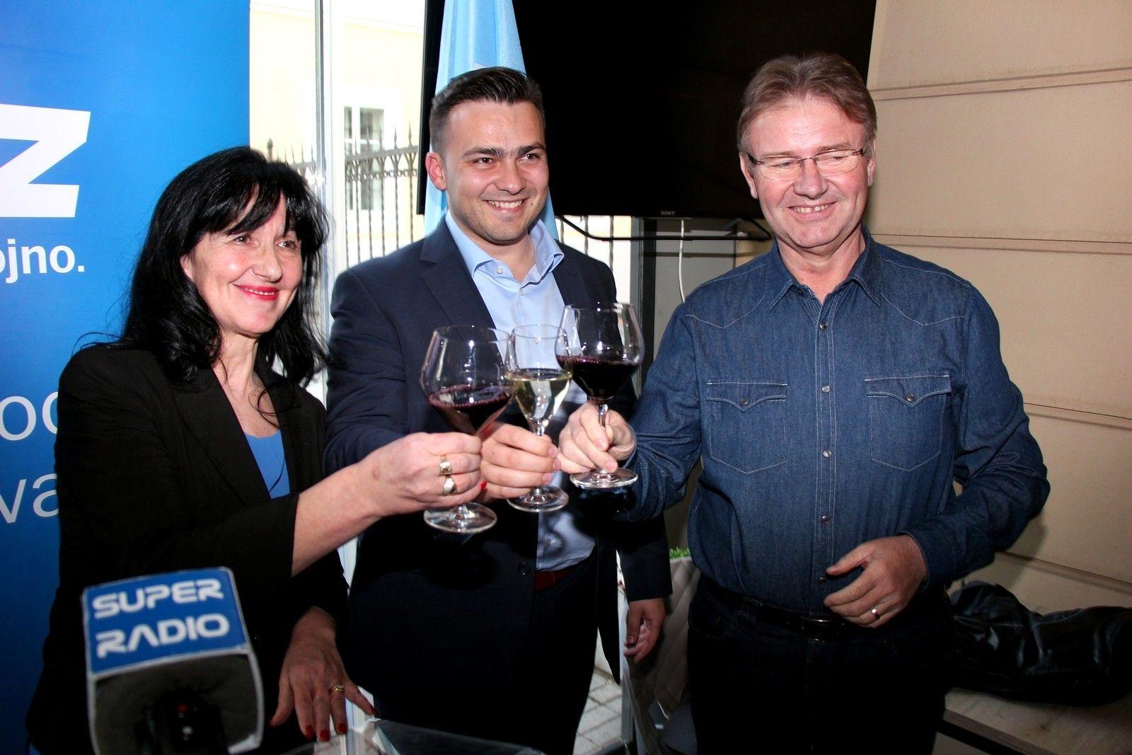 HDZ-ov kandidat za gradonačelnika Bjelovara ANTE TOPALOVIĆ predstavio svoje zamjenike Višnju Biljan i Marijana Conera