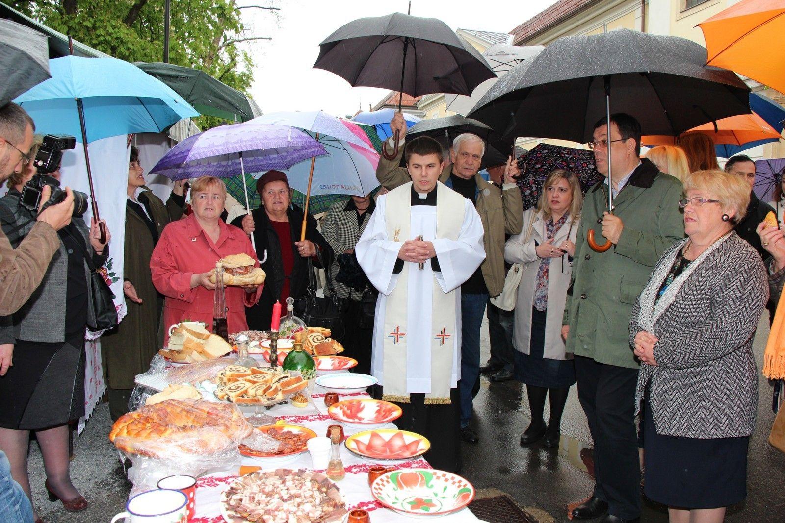 Upriličeno tradicionalno Uskrsno jutro bilogorskog kraja ispred bjelovarske katedrale