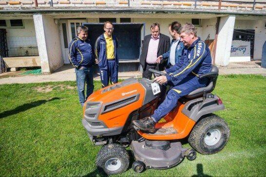 Čazma – Nova kosilica za nogometne terene