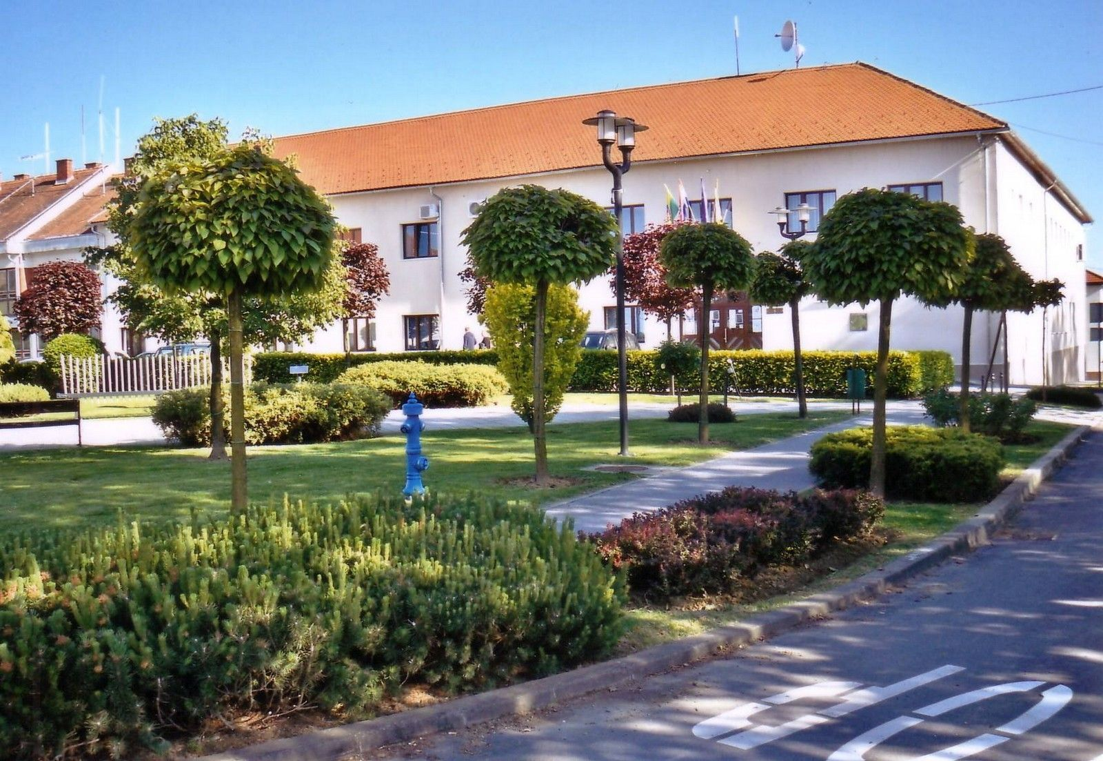 Grad Čazma brine o  izgledu grada pa tako nastavlja uređenje okoliša, zelenih površina i asfaltiranja ulica