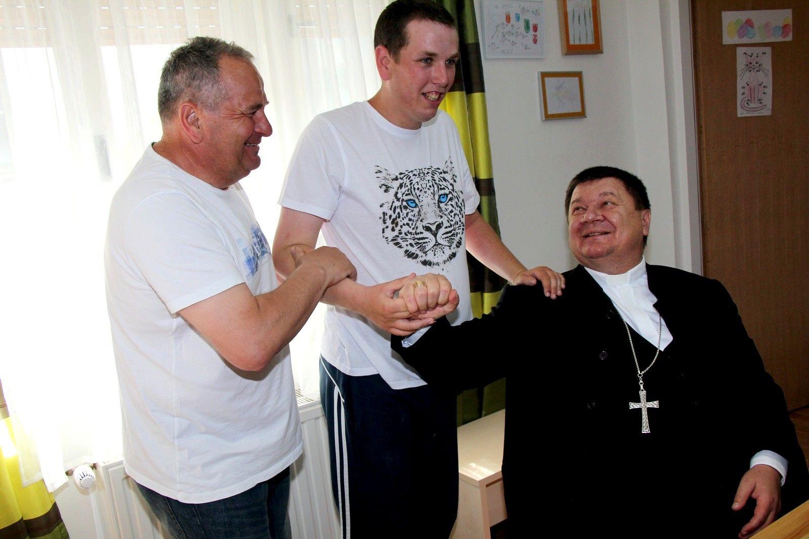 Bjelovarsko-križevački biskup mons. Vjekoslav Huzjak posjetio bjelovarsku Udrugu za autizam