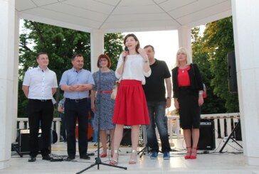 Kandidat za župana DAMIR BAJS i kandidat za gradonačelnika DAVORIN POSAVAC družili se s građanima na završnom skupu uoči lokalnih izbora