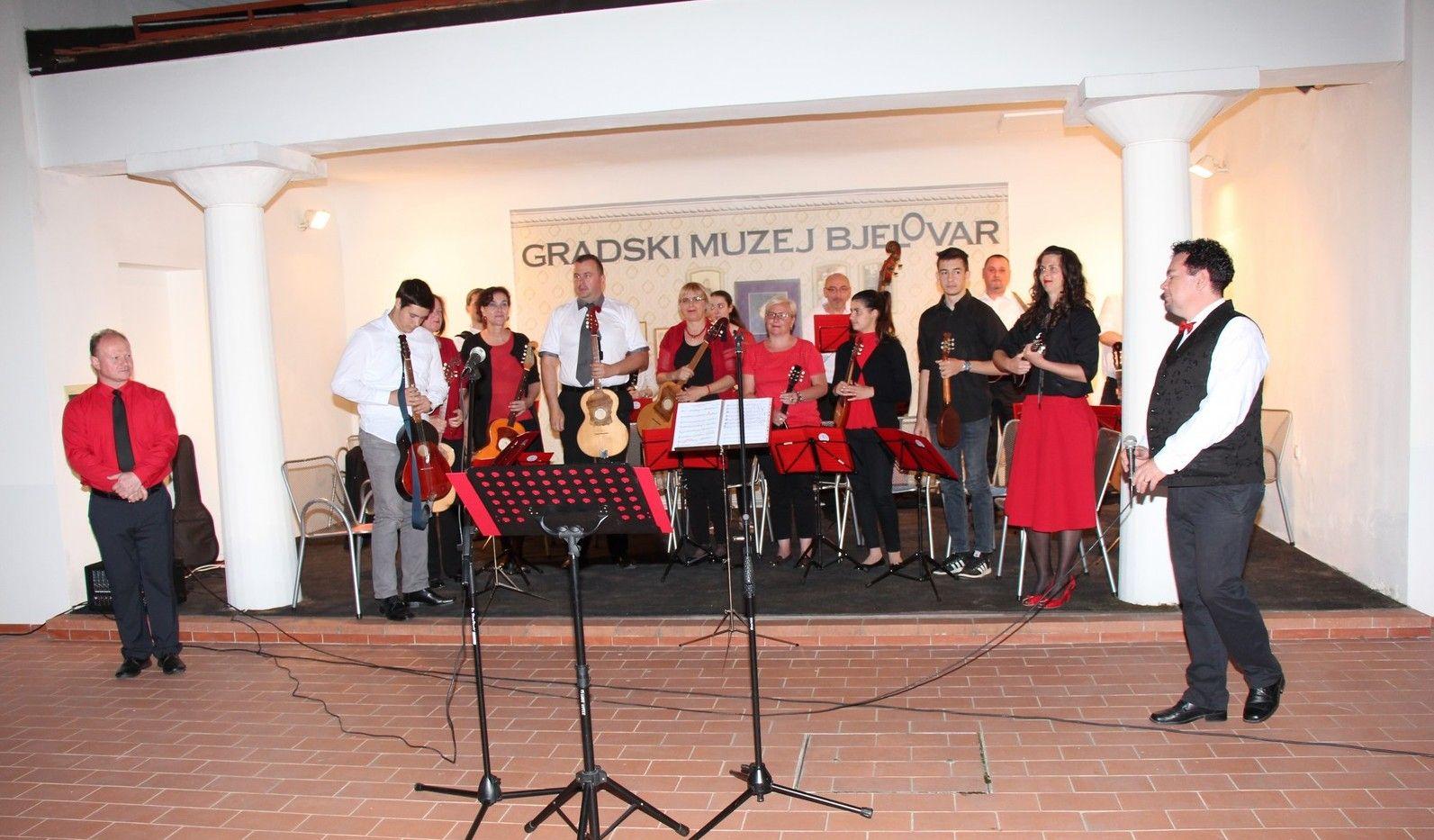 Bjelovarčani uživali u koncertu tamburaškog orkestra HORKUD-a Golub