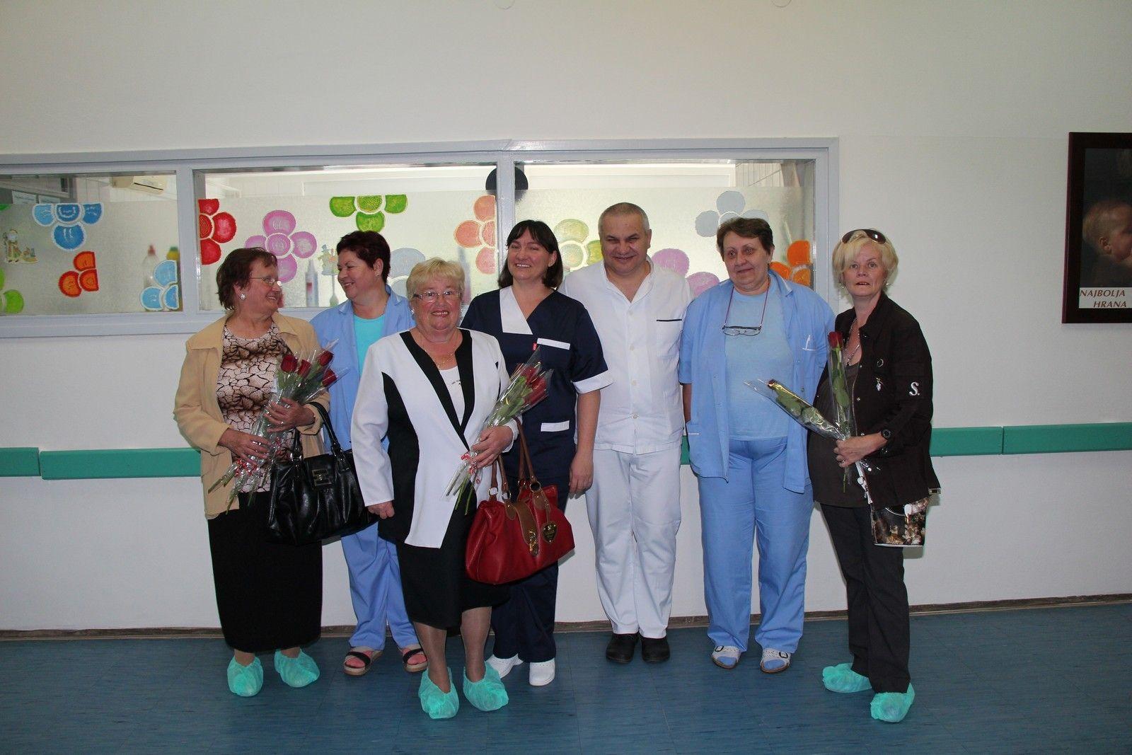 Crvene ruže za majke i zdravstvene djelatnike rodilišta Opće bolnice Bjelovar