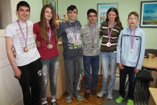 Učenici V. osnovne škole Bjelovar donijeli 7 medalja s državnog prvenstva u atletici i stolnom tenisu