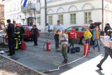 Javna vatrogasna postrojba izložila vozila i tehniku na bjelovarskom korzu