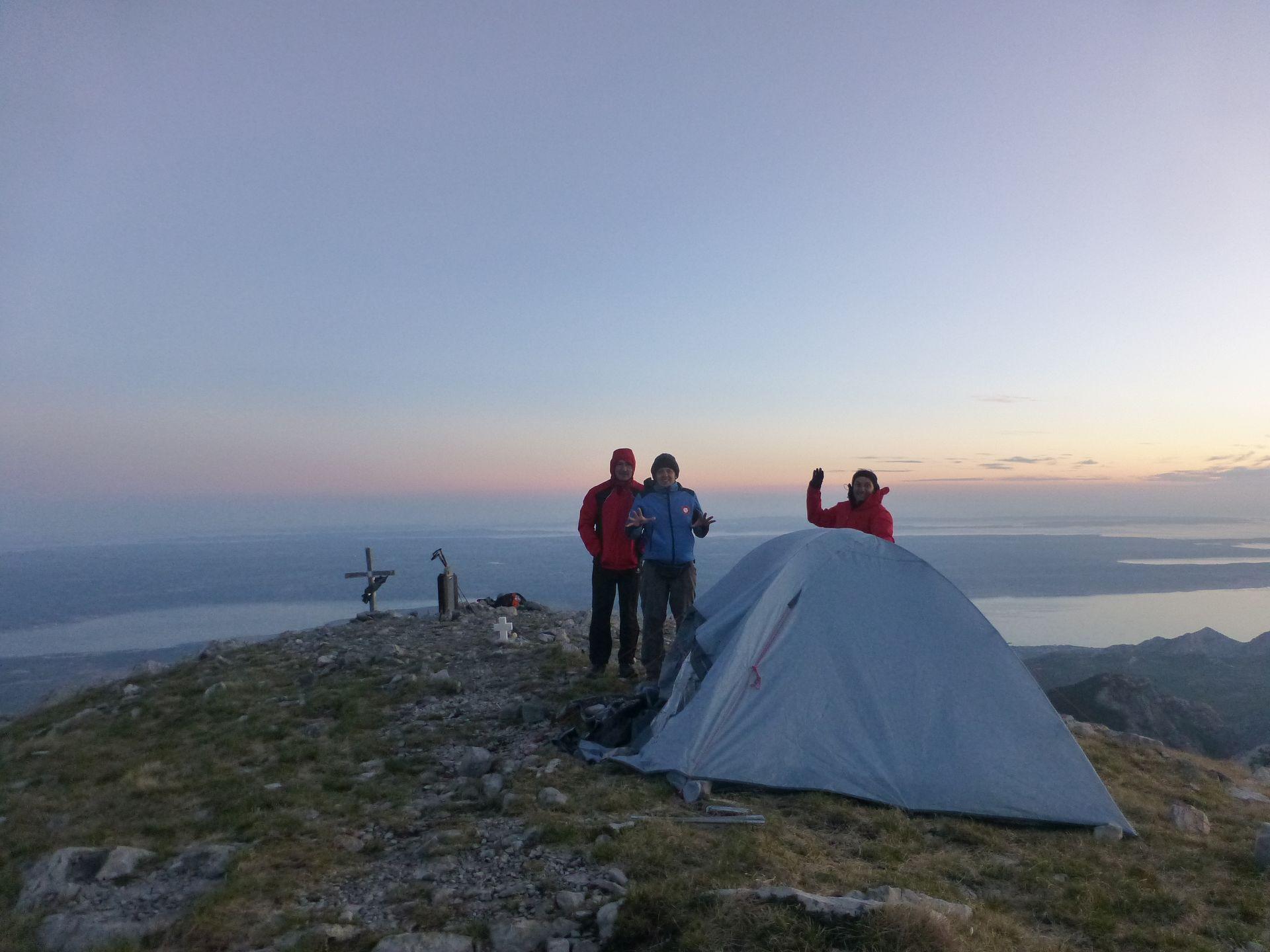 Spavanje u šatoru na 1751 metar visokom Svetom brdu najmarkantnijem vrhu Velebita