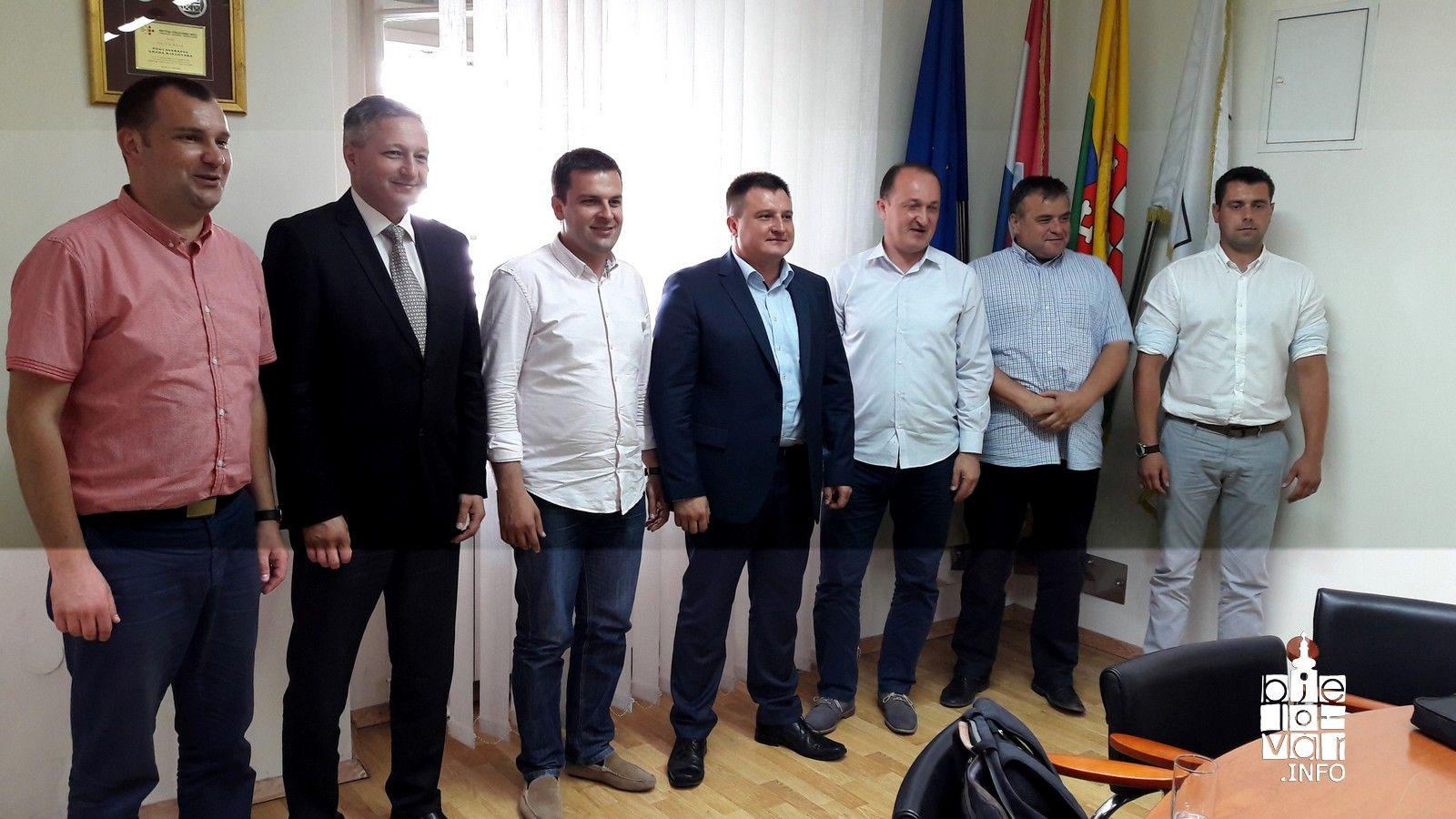 U Gradu Bjelovaru održan prvi sastanak gradonačelnika s područja Bjelovarsko-bilogorske županije na kojem su se našle i teme o stanju Elektrometala i financijskom poslovanju Bjelovarskog sajma