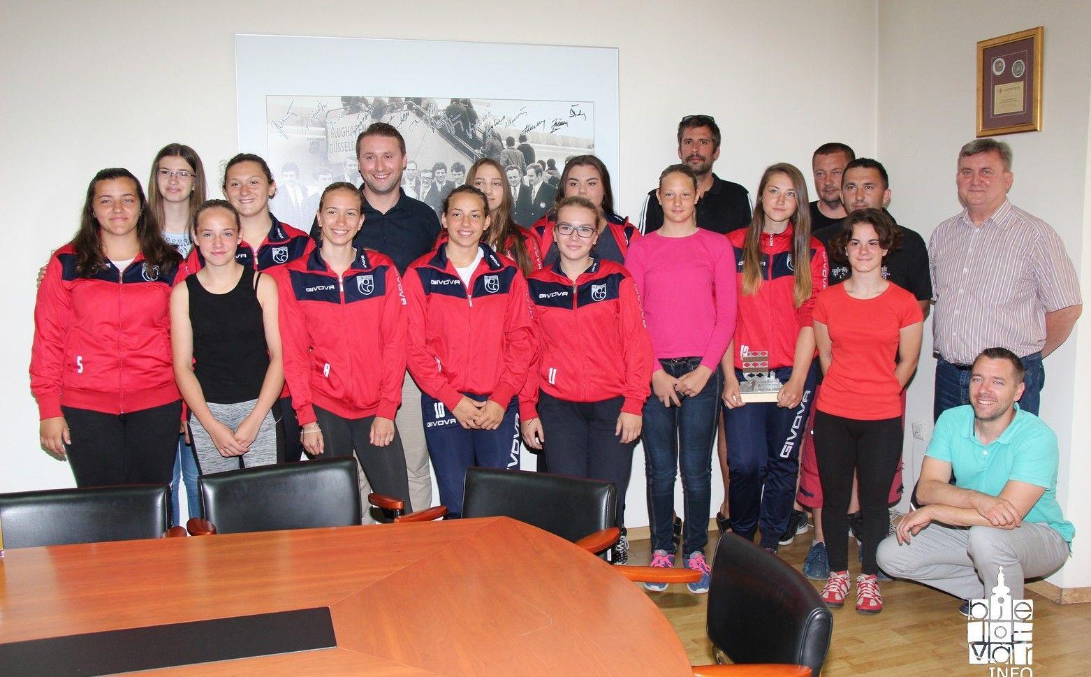Grad Bjelovar organizirao prijem za bjelovarske rukometašice koje su na međunarodnom turniru u Italiji osvojile prvo i drugo mjesto