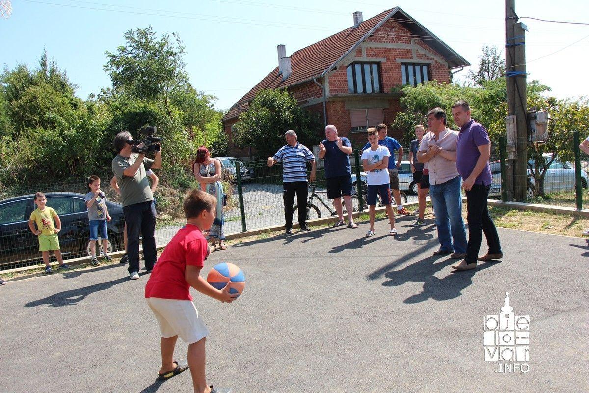 U Gornjim Plavnicama otvoreno novo igralište, u Mlinovcu završeno asfaltiranje ceste