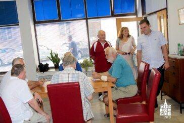 Gradonačelnik Hrebak uručio računalo Matici umirovljenika Bjelovar i uvidio da treba i klima koju će što prije riješiti