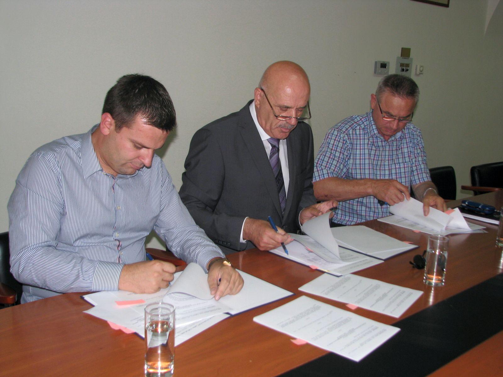Grad Bjelovar potpisao ugovor s Čazmatrans - Nova d. o. o. za prijevoz učenika osnovnih škola u 2017./2018.