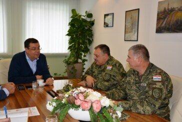 Zapovjednici vojarne Bilogora na prijemu kod župana Damira Bajsa