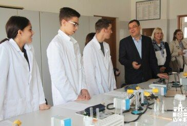S radom krenuo Centar izvrsnosti iz kemije, matematike i engleskog jezika, interes učenika iz godine u godinu sve veći