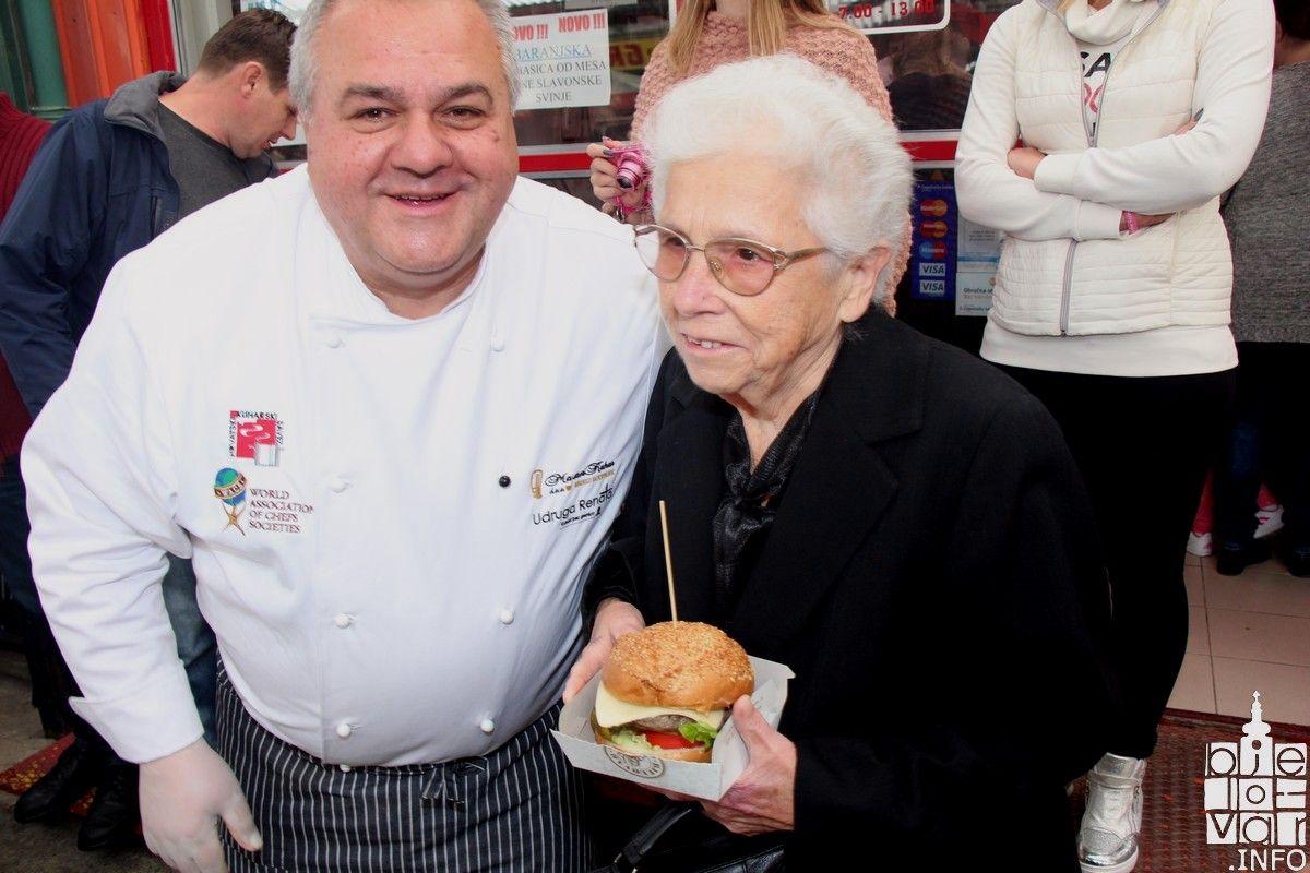 """Zahvaljujući Gradu Bjelovaru, legendarni """"Majburger"""" nakon 20 godina ponovno u prodaji"""