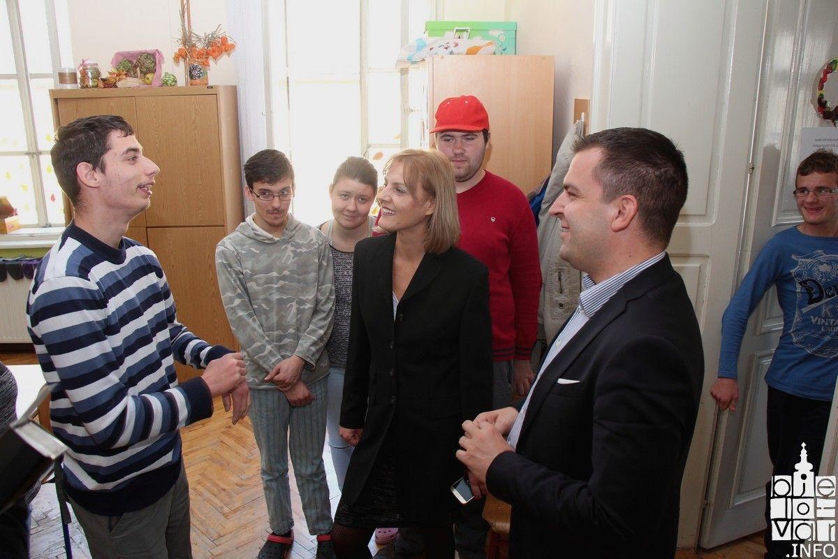 Dario Hrebak boravio u V. osnovnoj školi, najavljeno otvorenje kabineta za asistivnu tehnologiju