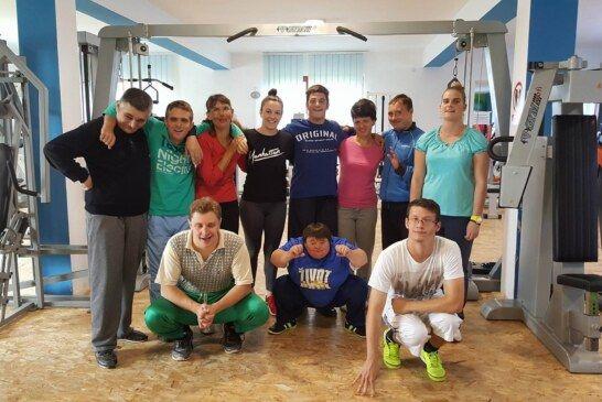 Korisnici Udruge OSIT Bjelovar uživaju u vježbanju, jogi, plesu i pripremama za nadolazeće blagdane