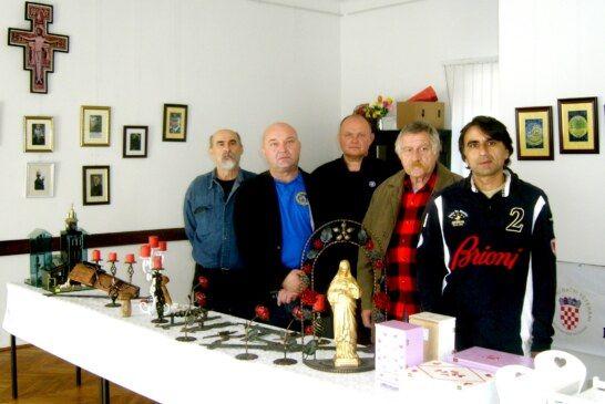 Ratni veterani izradili stotinjak duboreza, maketa, igračaka, slika, duboreza i ukrasnih predmeta