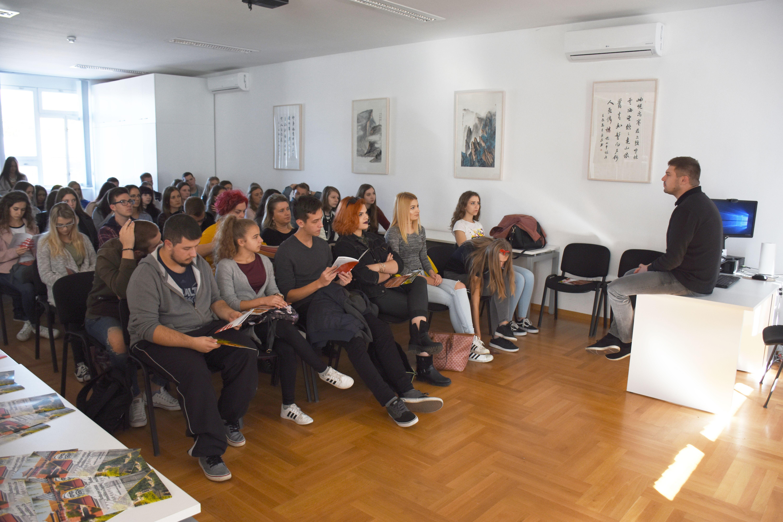 Učenici Medicinske škole Bjelovar gostovali u Konfucijevom institutu Sveučilišta u Zagrebu na predavanju o kineskom jeziku i kulturi