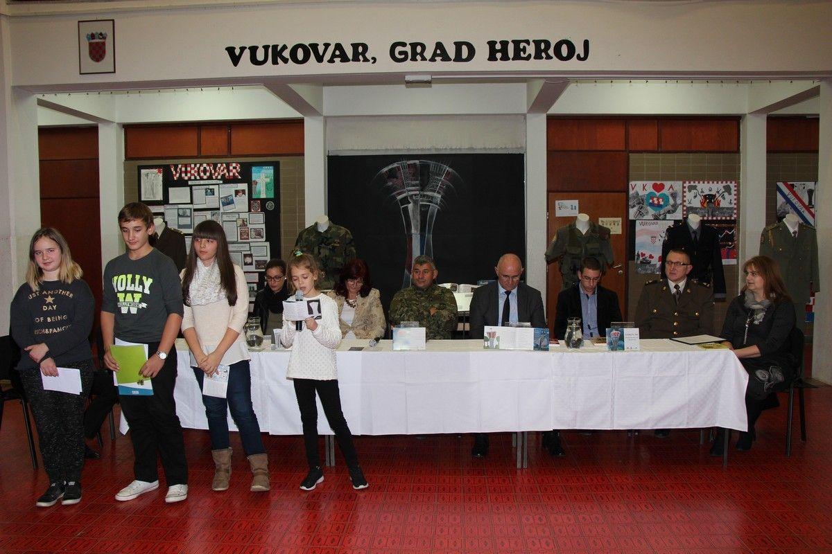 "U IV. Osnovnoj školi obilježen Dan sjećanja na Vukovar programom pod nazivom ""Domovinski rat i dječji sat"""
