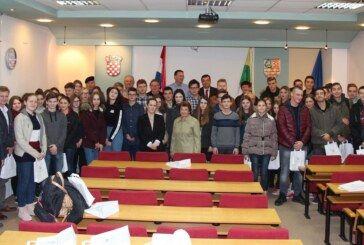 """Županija organizirala prijem za najuspješnije učenike u testu znanja """"Znajući prošlost u sigurniju budućnost"""" koji će sutra koračati u vukovarskoj Koloni sjećanja"""