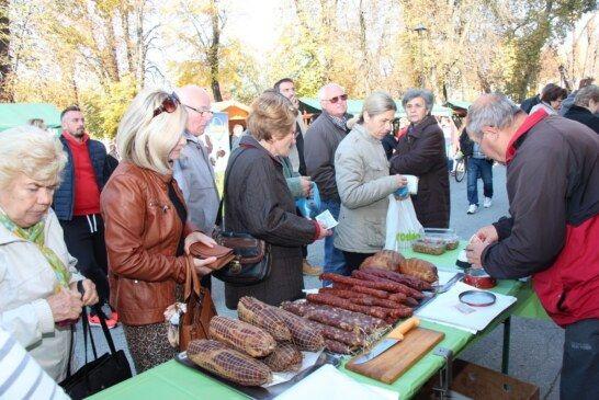 """Po prvi puta održani """"Dani Slavonije i Srijema"""", posjetitelji oduševljeni viđenim, cilj je podržati male proizvođače, kao i razvoj gospodarsko-poljoprivredne suradnje"""