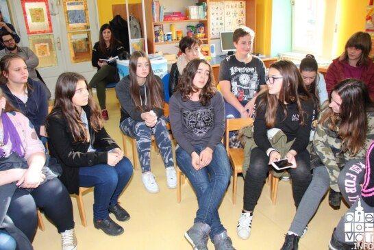 """Osnovnoškolci  """"SPIKALI""""  o položaju djevojčica u suvremenom svijetu"""
