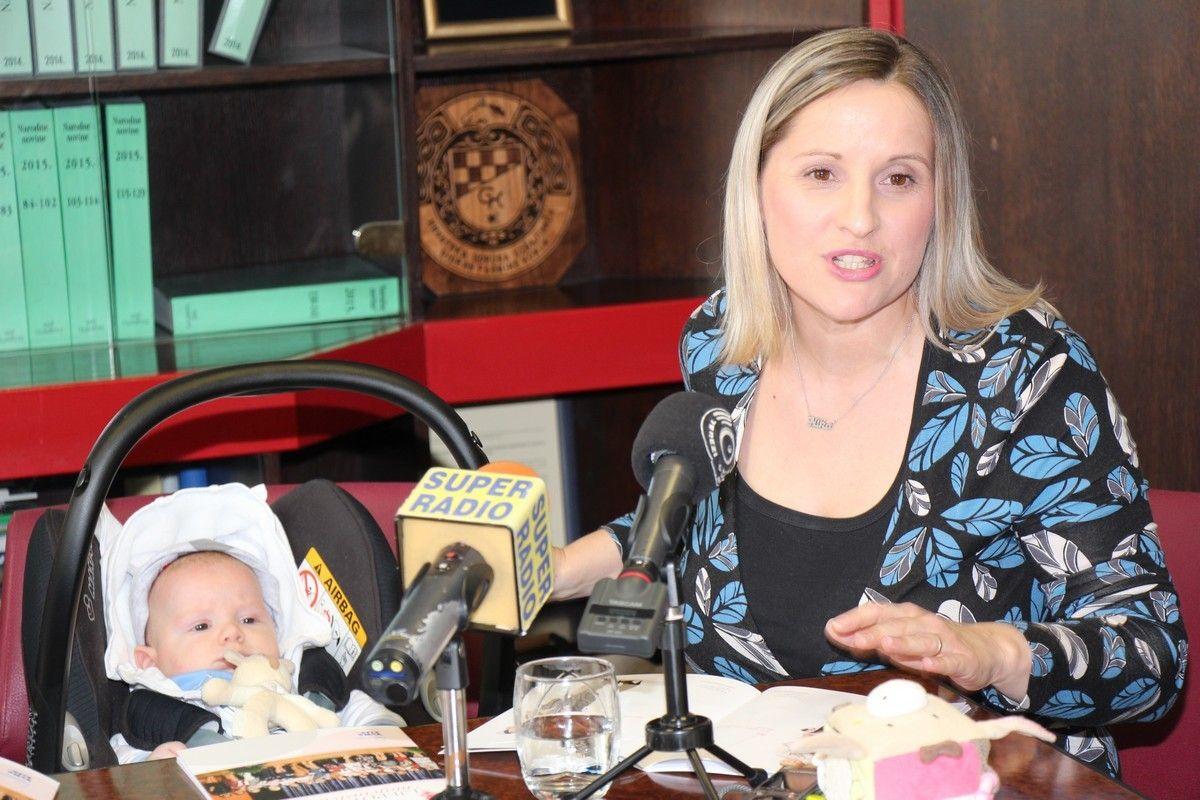 """Kroz brošuru """"Ljepota majčinstva"""" nastavlja se akcija promicanja dojenja i majčinstva"""