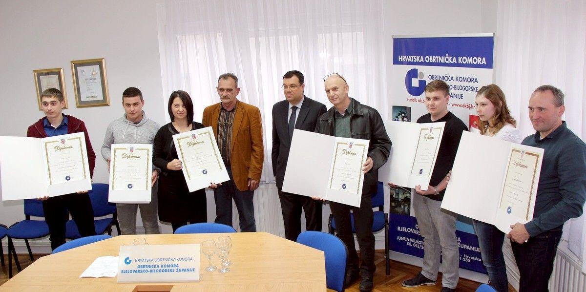 U Obrtničkoj komori Bjelovar uručeno 19 majstorskih diploma, u zanimanjima predvode frizeri, kuhari i konobari