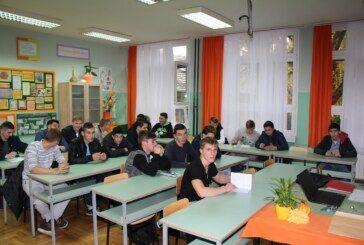 """Nastavlja se provođenje projekta """"Znajući prošlost u sigurniju budućnost"""" – najbolji u testu putuju u Vukovar"""