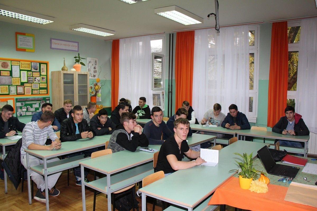 """Nastavlja se provođenje projekta """"Znajući prošlost u sigurniju budućnost"""" - najbolji u testu putuju u Vukovar"""