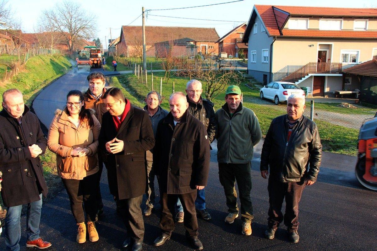 """U tijeku je obnova prometnice u Kraljevcu, u 2018. Županija, Općine i Gradovi nastavljaju s radovima na kritičnim županijskim cestama po modelu """"pola-pola"""""""