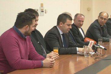 Druženje s predstavnicima crkve te zamolba za posvećivanje gradske vijećnice i postavljanje križa koji bi najviše pomogao u daljnjem radu