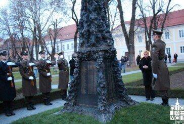 Predsjednica Republike Hrvatske odala počast poginulim bjelovarskim braniteljima u Domovinskom ratu