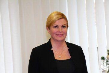 Predsjednica Kolinda Grabar-Kitarović pohvalila program Grada Bjelovara za razvoj gospodarstva, kritizirala porezni aparat, te istaknula što je potrebno napraviti da mladi ljudi ostanu u Hrvatskoj
