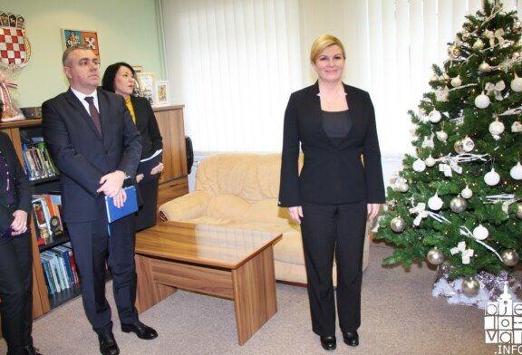 Predsjednica Kolinda Grabar-Kitarović u svom uredu u Bjelovarsko-bilogorskoj županiji održala sastanak sa županom, gradonačelnicima, načelnicima, biskupom Vjekoslavom Huzjakom i predstavnicima Udruga hrvatskih branitelja BBŽ-a