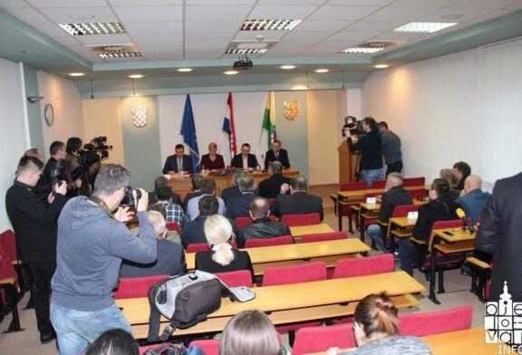 Predsjednica Kolinda Grabar-Kitarović iz Bjelovara poručila da nije dovoljno napravljeno za poljoprivredu, a posebno kada je riječ o mljekarima i proizvođačima mesa